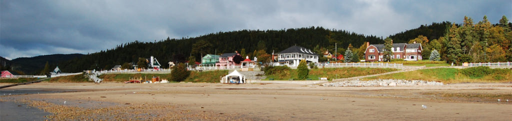 Photo of houses on the shoreline at Tadoussac